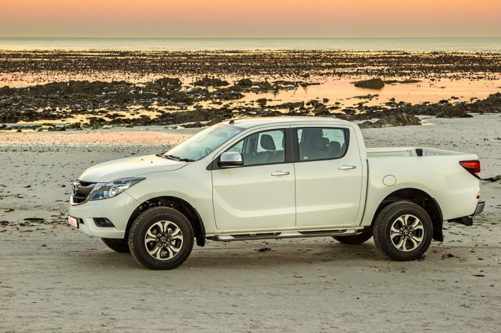 Mazda BT-50 Double Cab 3 2 4x4 SLE Auto (2017) Review - Cars co za