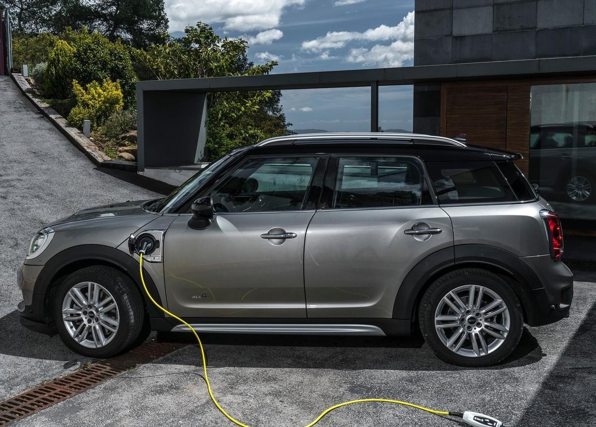 Mini Countryman Plug In Hybrid Announced Carscoza