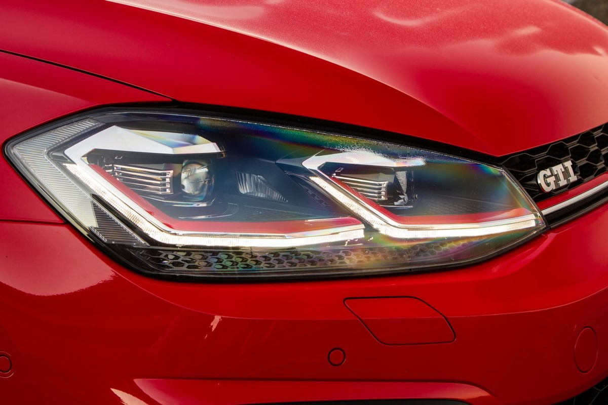 Volkswagen Golf GTI (2017) Quick Review - Cars co za