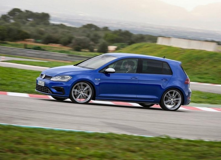 Key Differences: Volkswagen Golf R (2017) 7 0 & 7 5 - Cars co za