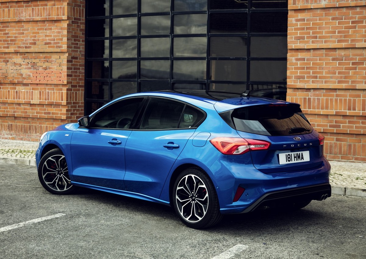The all new ford focus has just been revealed fords popular c segment hatchback has received a substantial makeover and promises more space