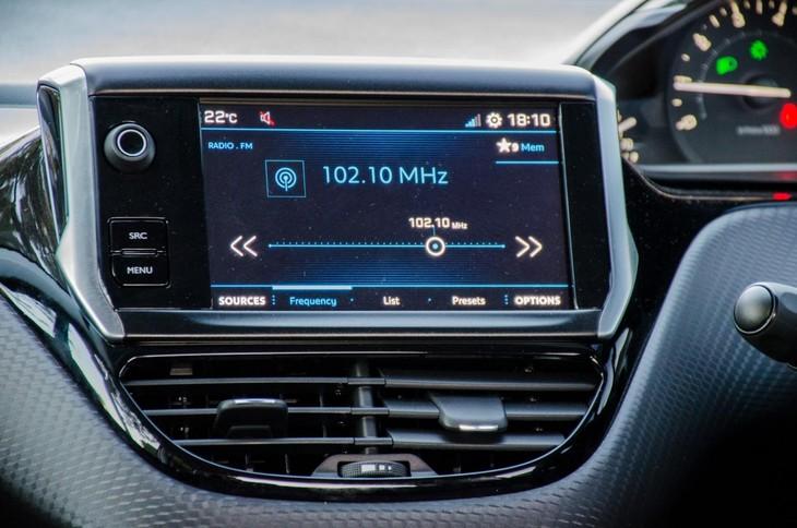 Peugeot 208 GT-Line (2018) Quick Review - Cars co za