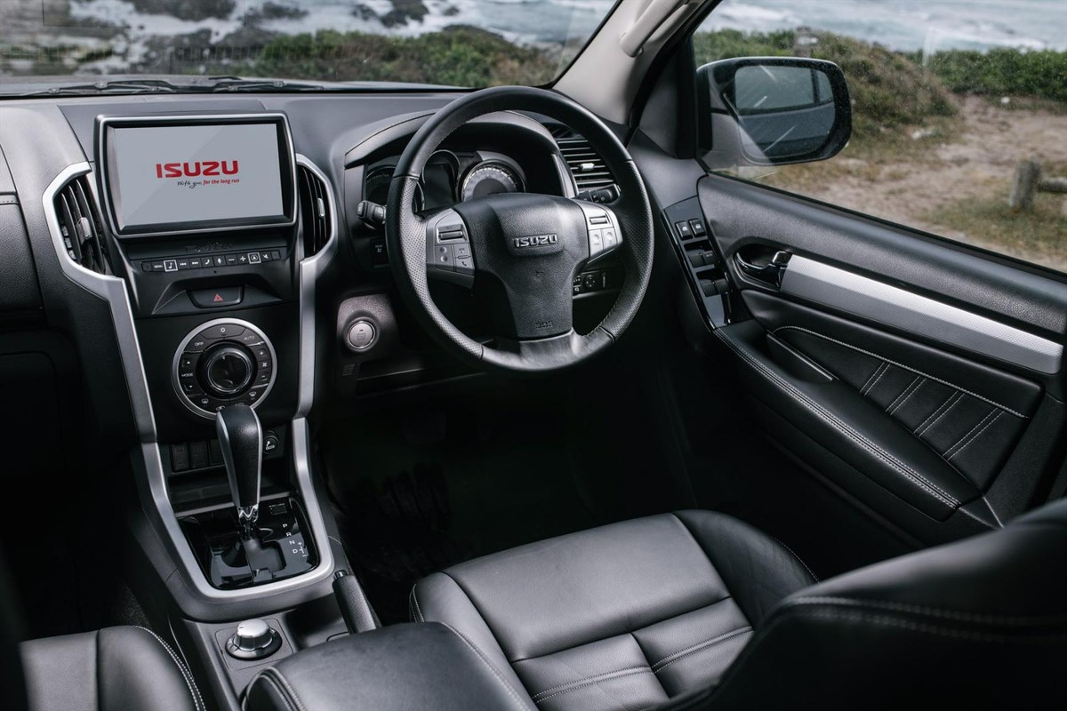 Car Brands That Start With D >> Isuzu MU-X (2018) Specs & Price - Cars.co.za