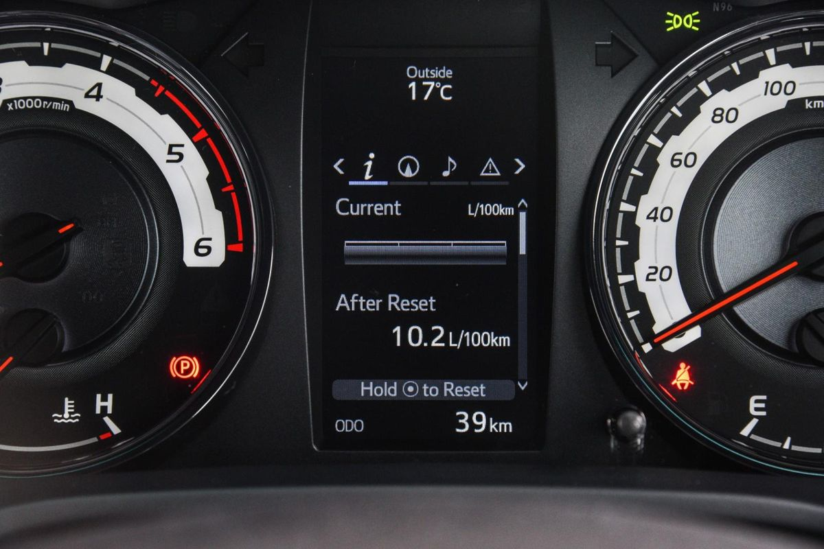 Toyota Hilux 2 8GD-6 Double Cab 4x4 Raider Dakar (2018