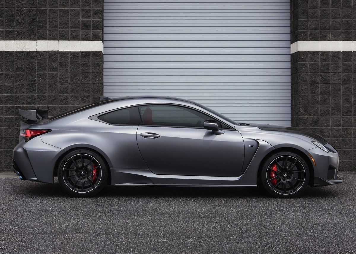 lexus goes m4 hunting with rc f track edition cars co za rh cars co za