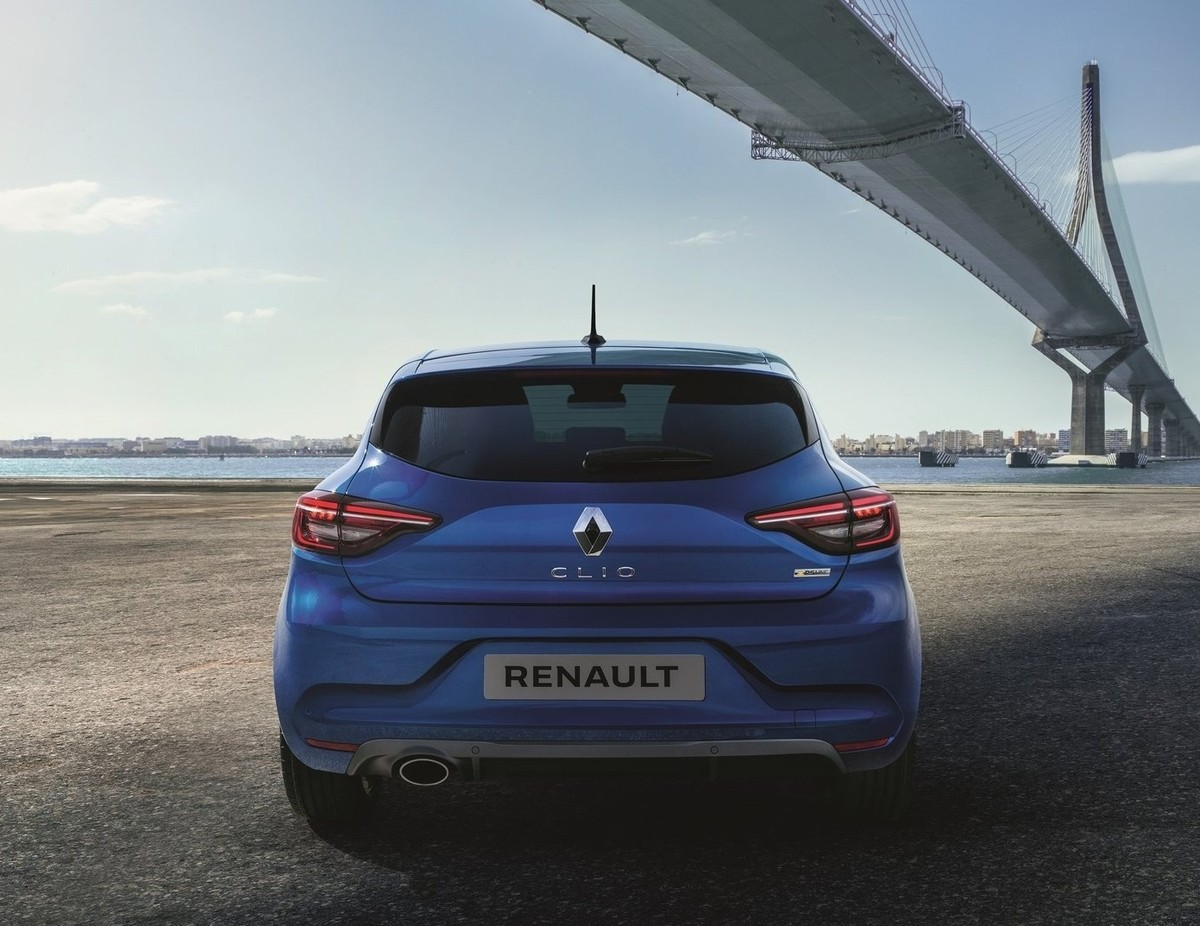 new renault clio revealed. Black Bedroom Furniture Sets. Home Design Ideas
