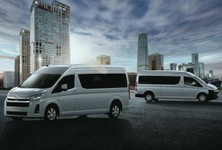 Exterior Emotional Shot Hiace 02lr