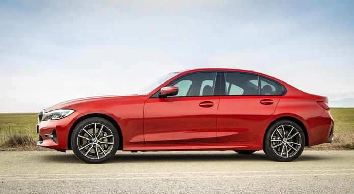 BMW330 4