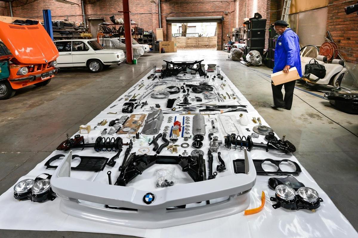 BMW 530 MLE: Restoration of an SA icon - Cars co za