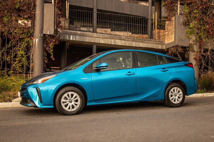 Toyota Prius (2019) Review - Cars co za