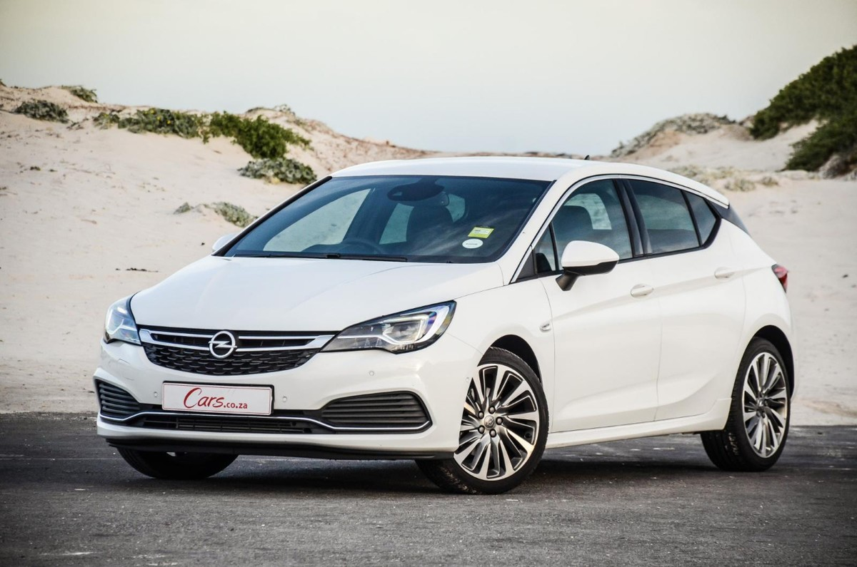 Opel Astra 1 6T Sport OPC-Line (2019) Review - Cars co za