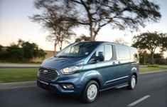 Ford Tourneo Custom Ltd 06 1800x1800
