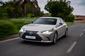 Lexus ES Hybrid (2020) Launch Review