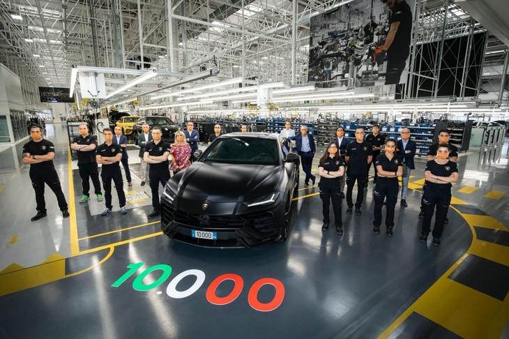 Lamborghini Builds 10000th Urus 3