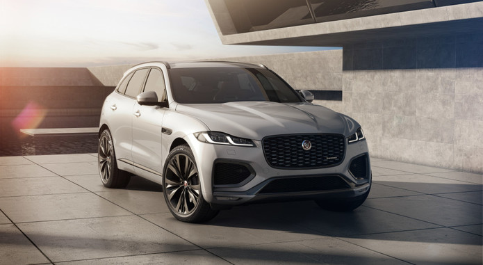 Jag F PACE 21MY Studio Exterior Front 3qtr RedInt 150920