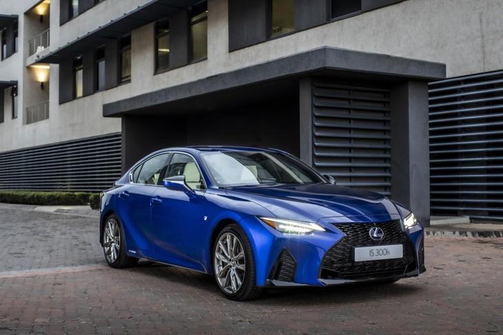Lexus-IS-front
