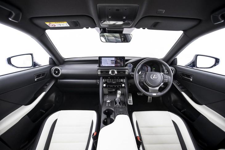2021-Lexus-IS-interior