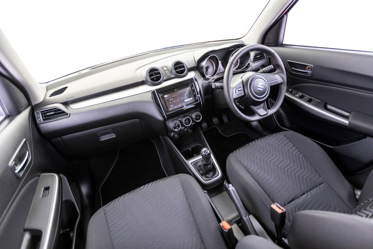 Suzuki-Swift-GLX-interior