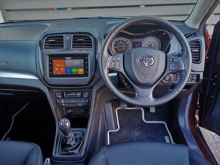 Toyota-Urban-Cruiser-cabin