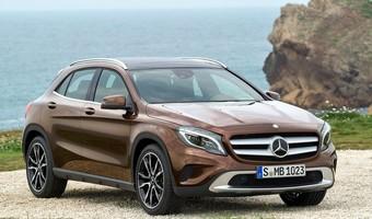 Mercedes Benz GLA Class 2015 800x600 Wallpaper 01