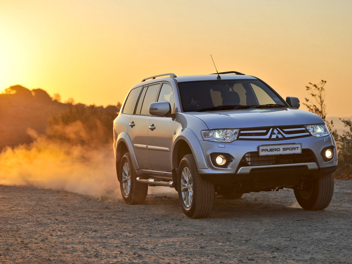 2014 mitsubishi pajero sport specs and price. Black Bedroom Furniture Sets. Home Design Ideas