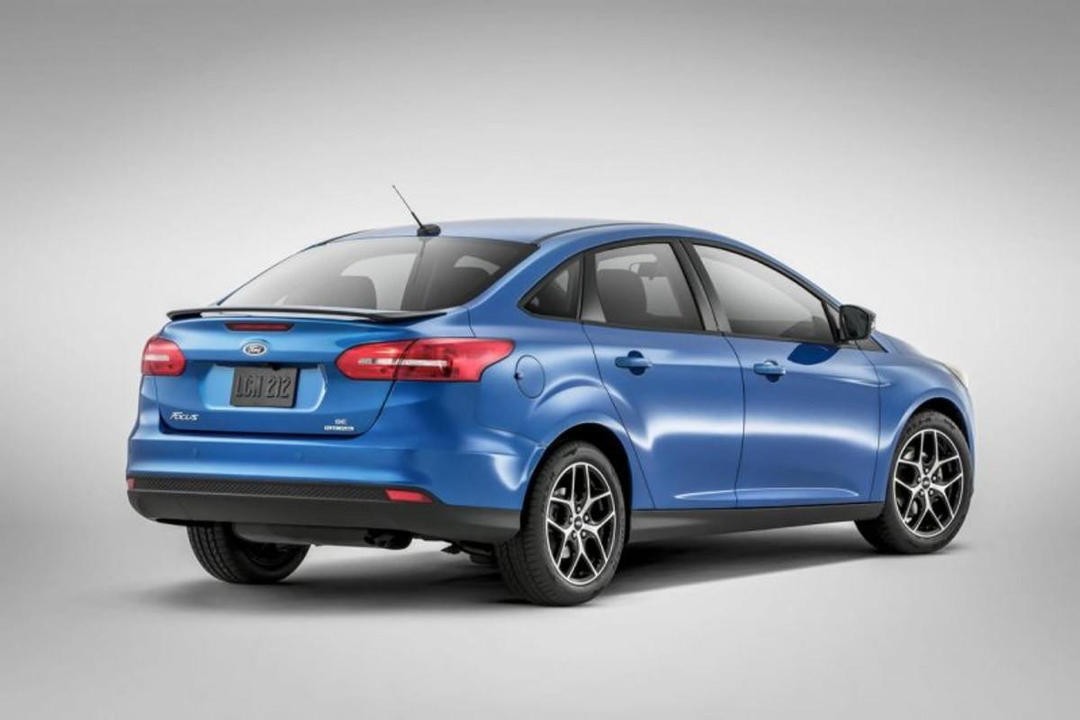 2015 ford focus sedan rear view