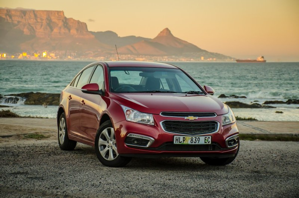 Chevrolet Cruze 1.4T LS Automatic (2015) Review - Cars.co.za
