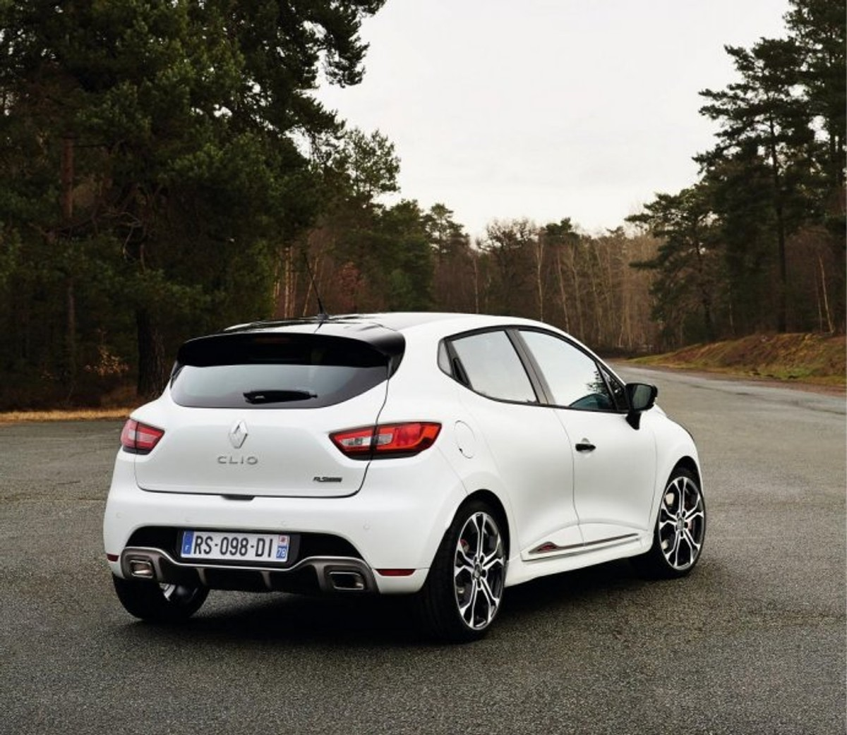 renault clio rs 220 trophy edition announced. Black Bedroom Furniture Sets. Home Design Ideas