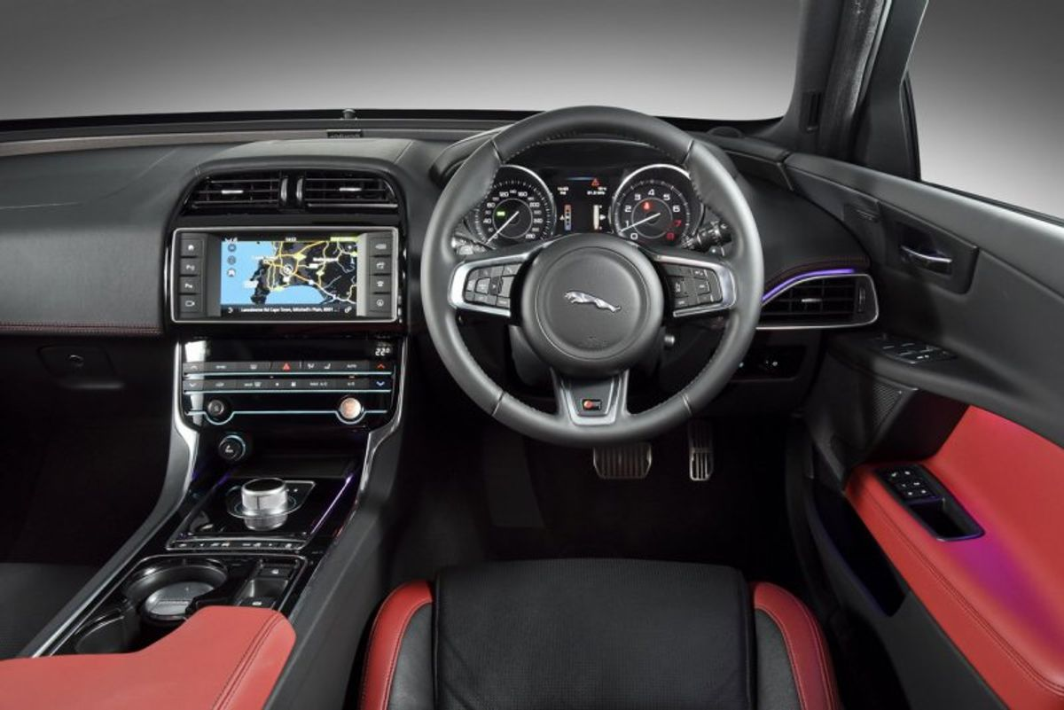 jaguar xe (2015) first drive - cars.co.za