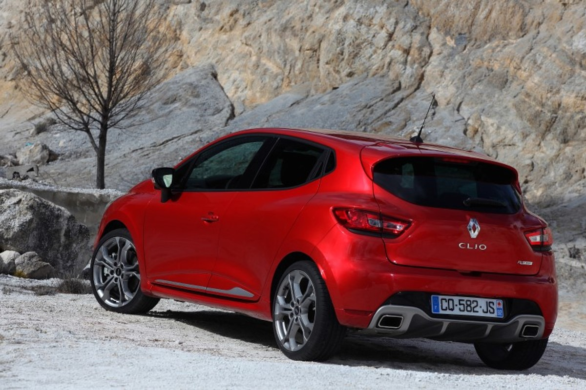 the new renault clio rs sport 200 edc in sa specs and. Black Bedroom Furniture Sets. Home Design Ideas