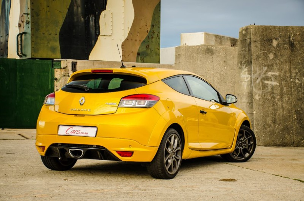 If performance hatchbacks are your cup of tea, then the Renault Megane RS  265 LUX deserves a taste. Renault introduced this new model to the South  African ...