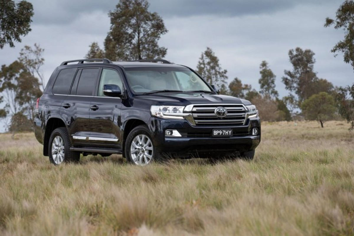 Land Cruiser 105 - the next restyling from Toyota