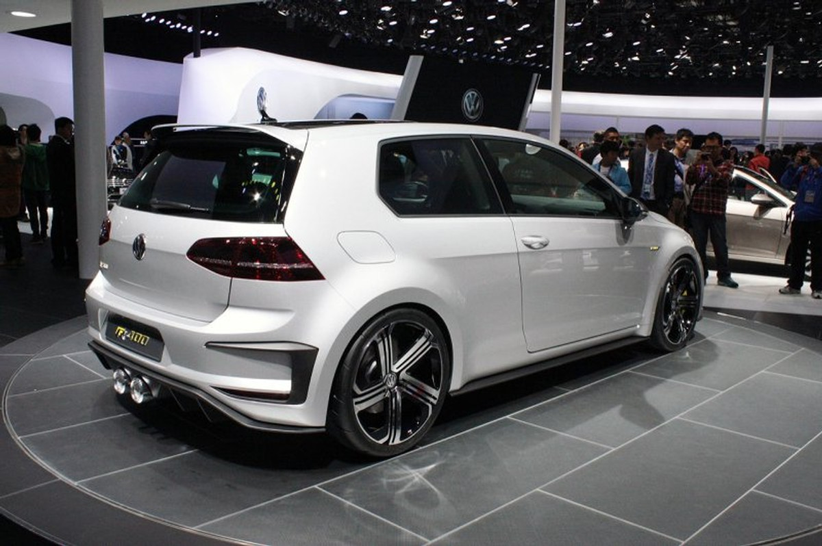 volkswagen golf r 400 concept bows down in beijing cars. Black Bedroom Furniture Sets. Home Design Ideas