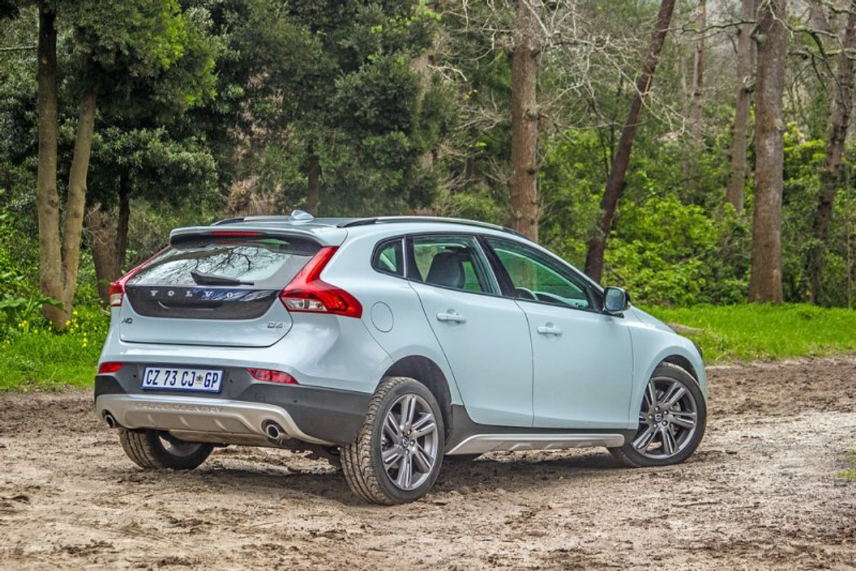volvo v40 cross country d4 review. Black Bedroom Furniture Sets. Home Design Ideas
