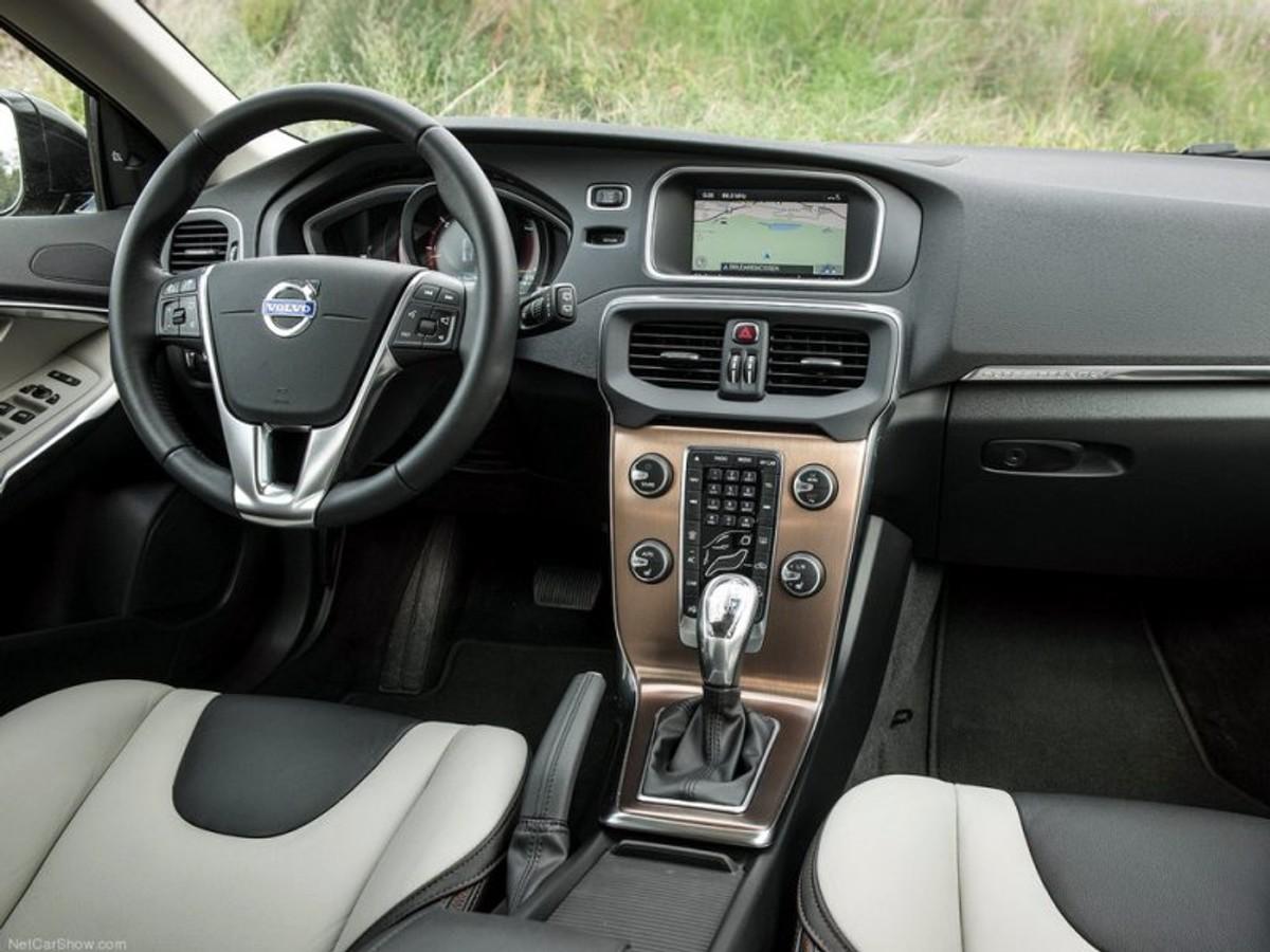 Volvo V40 Cross Country D4 Review - Cars co za