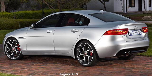 Jaguar XE S_2