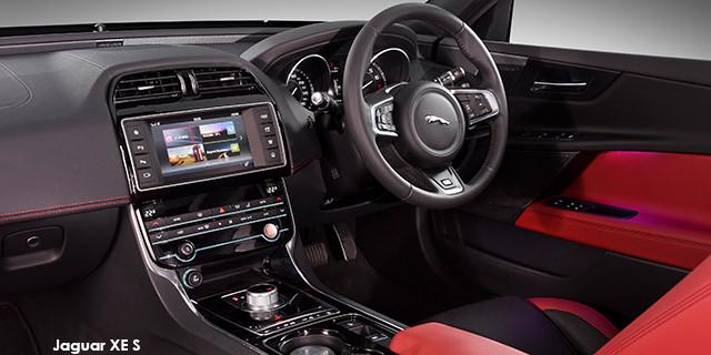 Jaguar XE S_3