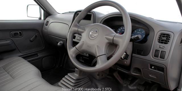 Nissan NP300 Hardbody 2.0 (aircon)_3