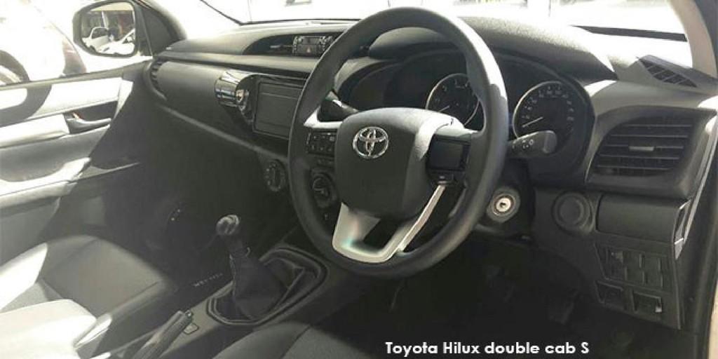 Toyota Hilux 2.4GD-6 double cab 4x4 SR_3