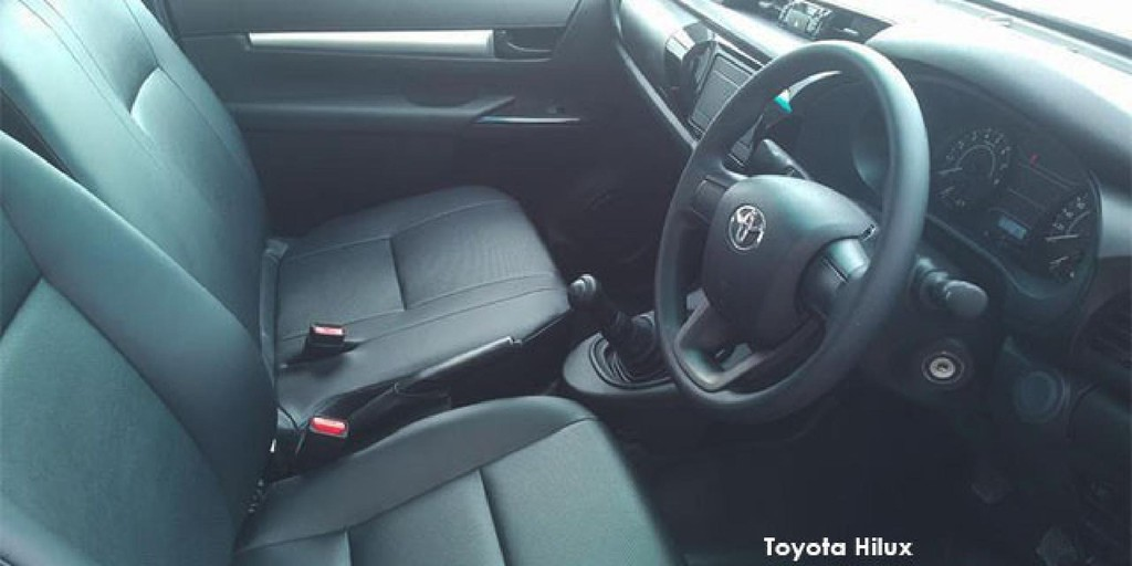 Toyota Hilux 2.4GD S (aircon)_3