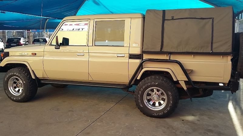 used toyota land cruiser 4 5 petrol p u double cab for. Black Bedroom Furniture Sets. Home Design Ideas