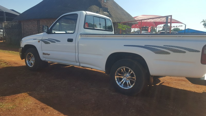 Used Toyota Hilux 2 4 Diesel For Sale In Gauteng Cars Co