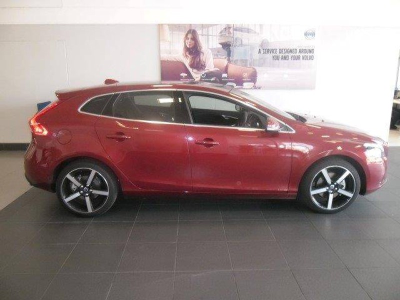 used volvo v40 t3 momentum for sale in gauteng id 1453710. Black Bedroom Furniture Sets. Home Design Ideas
