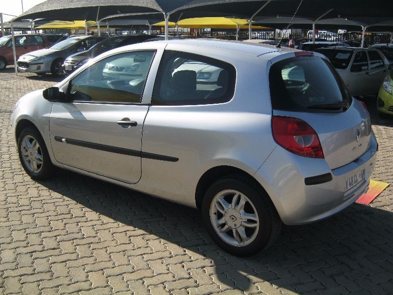 used renault clio iii 1 4 expression 3dr for sale in gauteng id 1499756. Black Bedroom Furniture Sets. Home Design Ideas