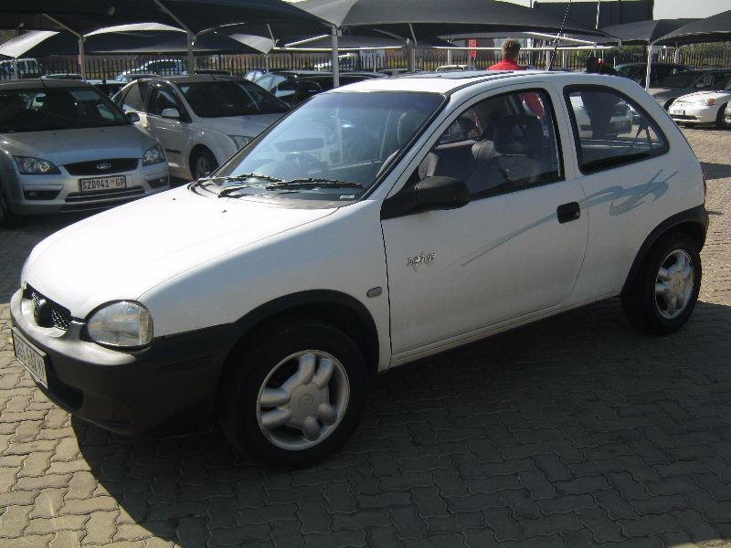 used opel corsa active for sale in gauteng id 1512348. Black Bedroom Furniture Sets. Home Design Ideas