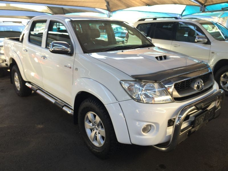 used toyota hilux 3 0 d 4d raider 4x4 a t p u d c for sale