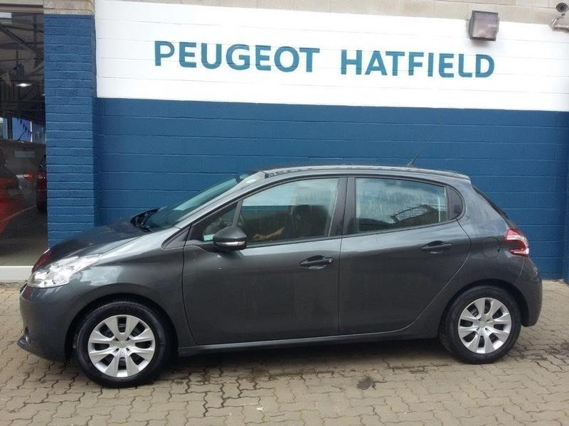 used peugeot 208 1 2 vti access 5dr for sale in gauteng id 1571955. Black Bedroom Furniture Sets. Home Design Ideas