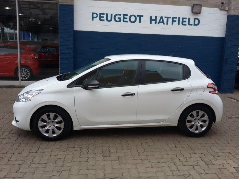 used peugeot 208 1 2 vti access 5dr for sale in gauteng id 1571997. Black Bedroom Furniture Sets. Home Design Ideas