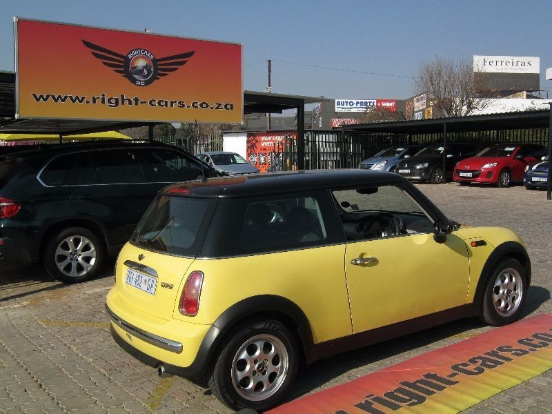 used mini cooper for sale in gauteng id 1573530. Black Bedroom Furniture Sets. Home Design Ideas