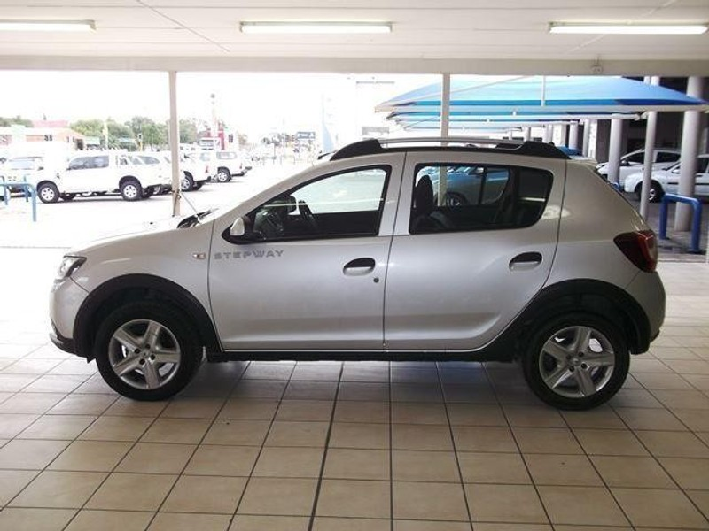 Used Renault Sandero 900T Stepway for sale in Gauteng ...